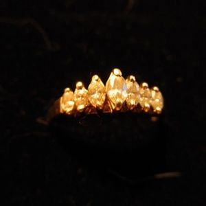 Marquis cut Diamond ring. 7 stones